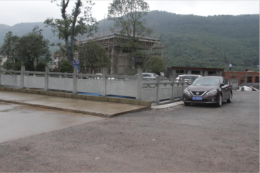 泄洪引流渠栏杆.png